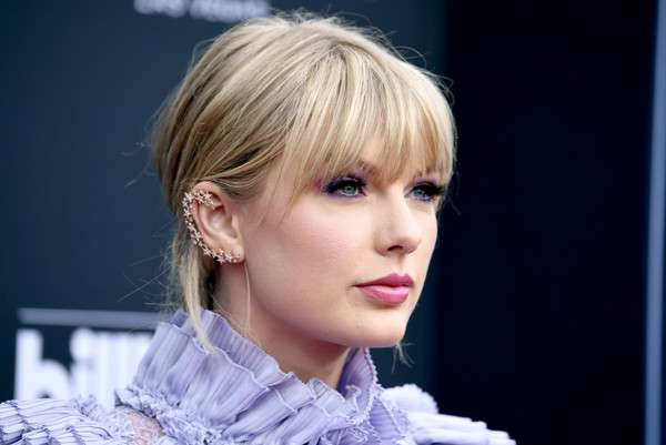 Some points of her life and Facts about Taylor Swift